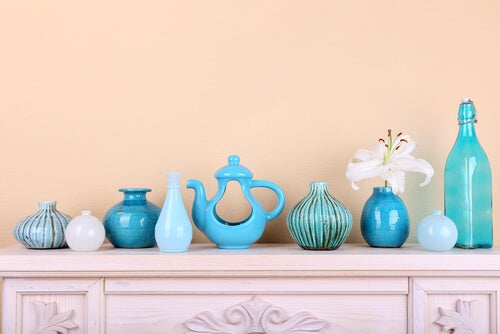 La decoración en tonos azules combina muy bien con el estilo griego.