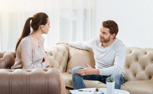 La importancia de dejar a tu pareja explicar sus acciones