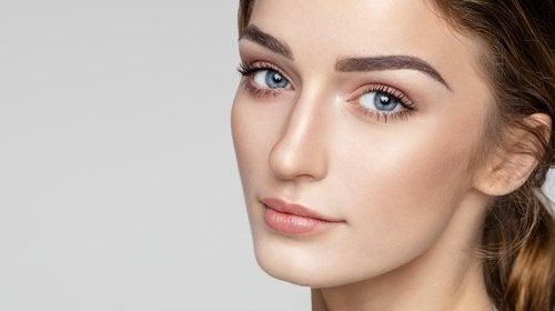 Descubre estas 4 maneras de depilar las cejas