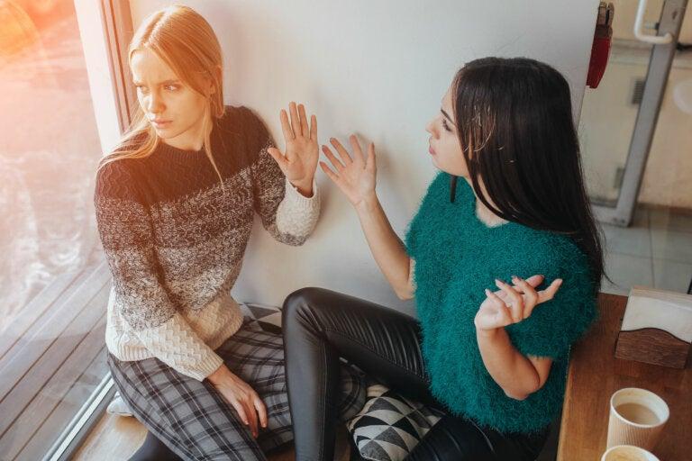 Qué hacer si una amiga te abandona por el novio