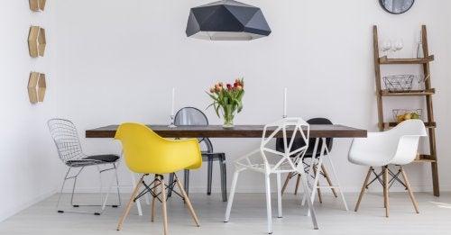 Distintos modelos de sillas en nuestro salón