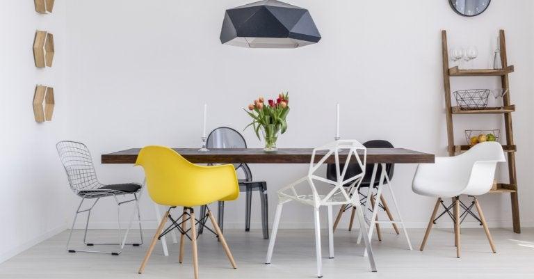 Estanterías con sillas: una idea que te encantará