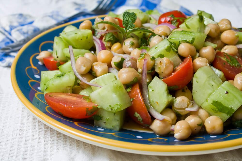 4 deliciosas recetas para hacer una ensalada de legumbres