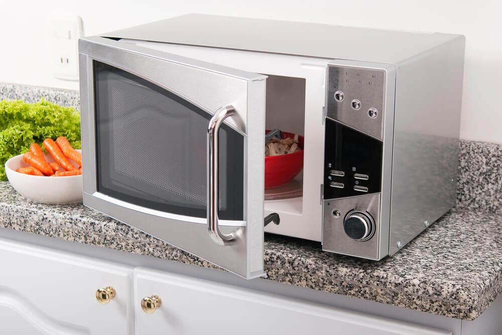 Es saludable cocinar en un microondas.