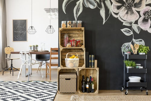 Podemos realizar estantes de cocina a partir de cajas de madera.