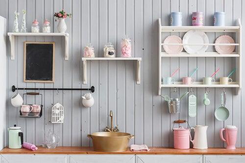 4 maneras económicas de hacer un estante de cocina