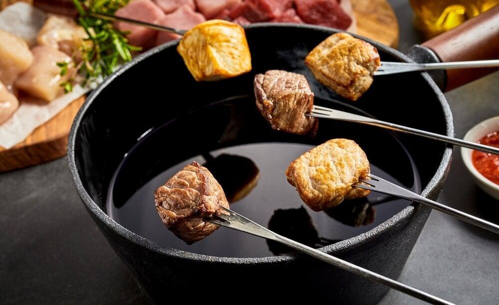 Aprende a preparar una deliciosa fondue de carne