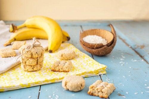 Galletas de banana, coco y bayas de goji