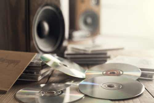 Aprende a hacer estas sencillas manualidades para guardar tus discos