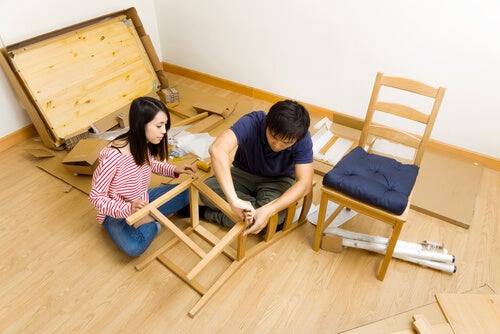 Se pueden construir sillas en casa.