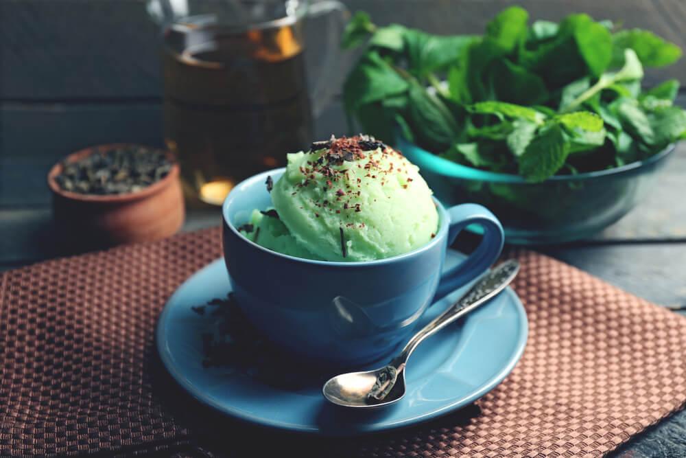 ¿Cómo preparar un saludable helado de té verde?