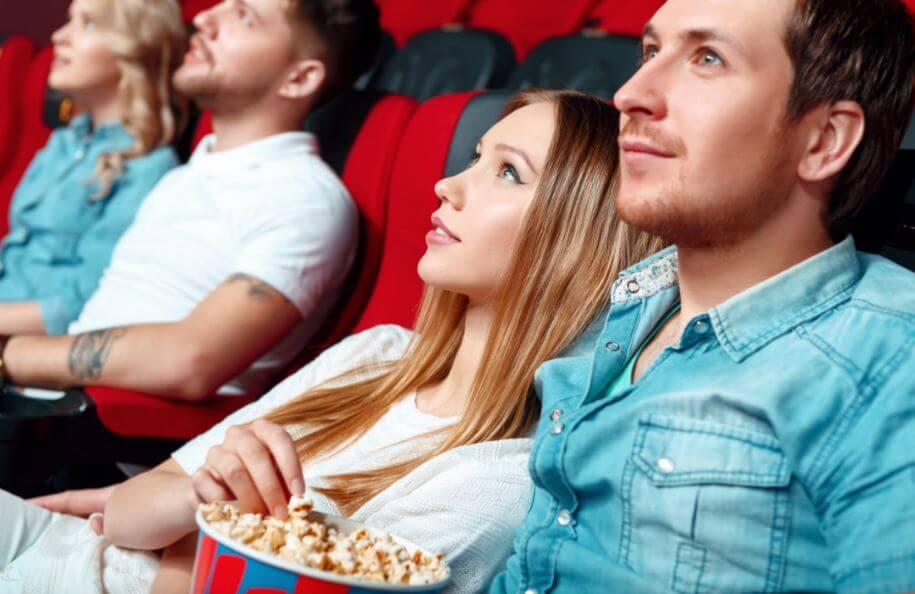 Ir al cine en pareja.