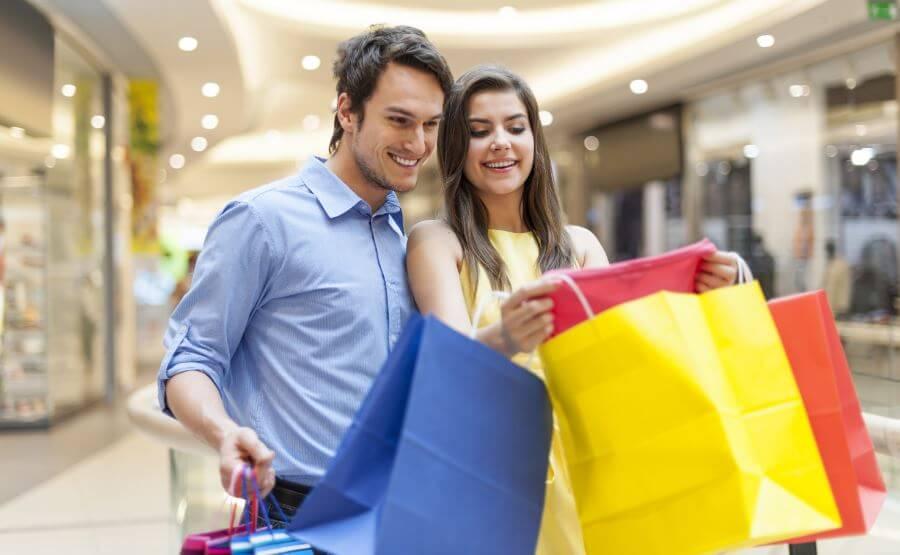 Ir de compras con la pareja.