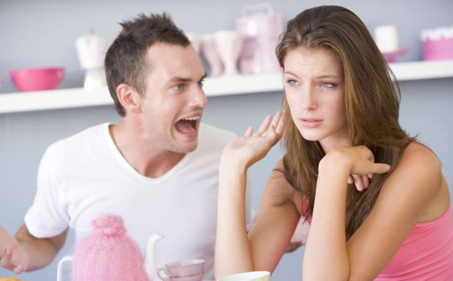 La agresión verbal en pareja.