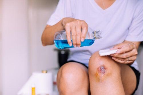 Pasos para curar una herida infectada de forma higiénica