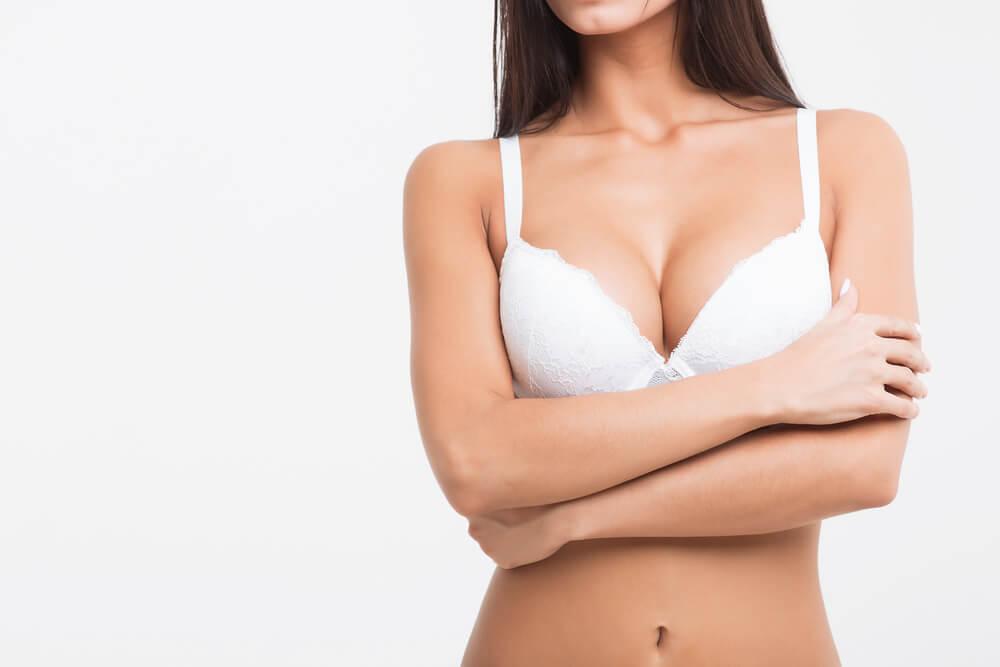 Cómo prevenir las estrías en los senos: 8 consejos útiles