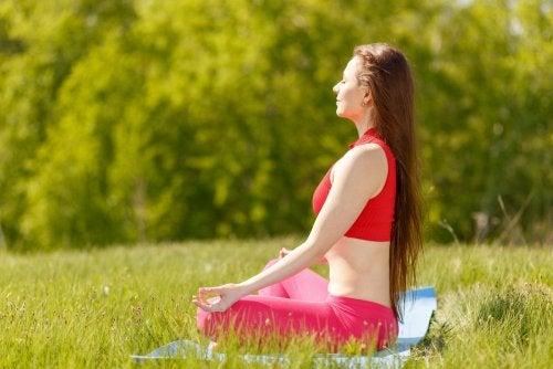 7 posturas de yoga para la felicidad