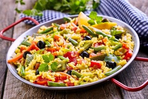 ¿Cómo hacer una paella vegetariana baja en calorías?