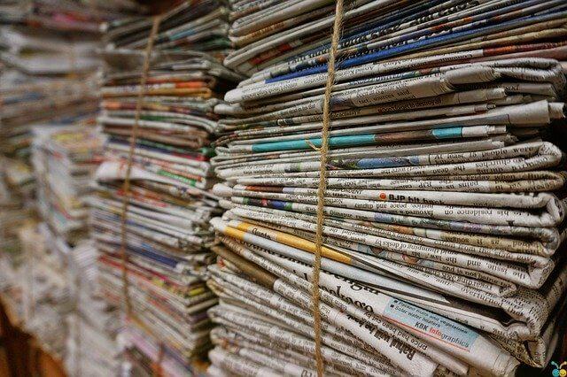 Papel periódico.