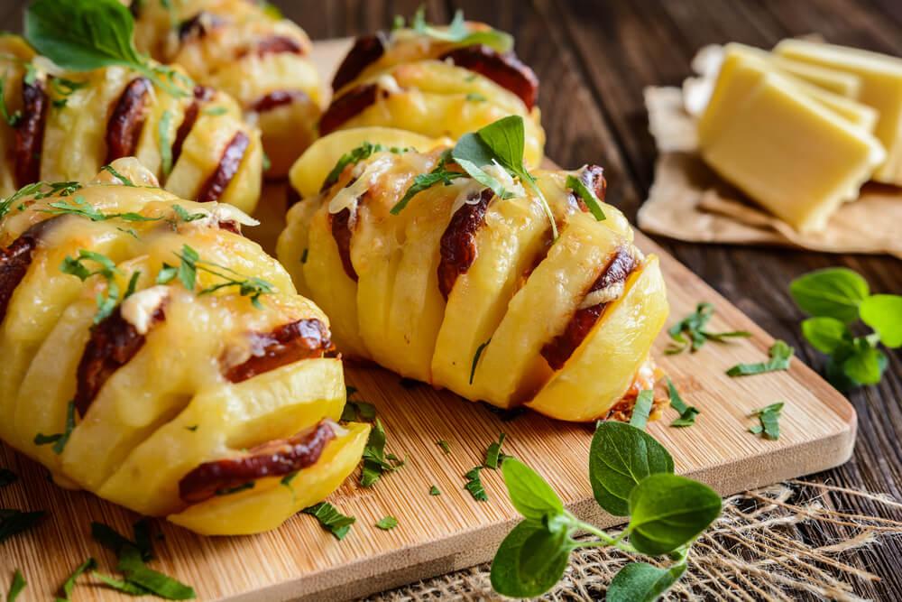 Prueba estas deliciosas papas rellenas con chorizo y queso