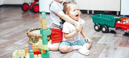 Peleas a causa de los celos entre hermanos