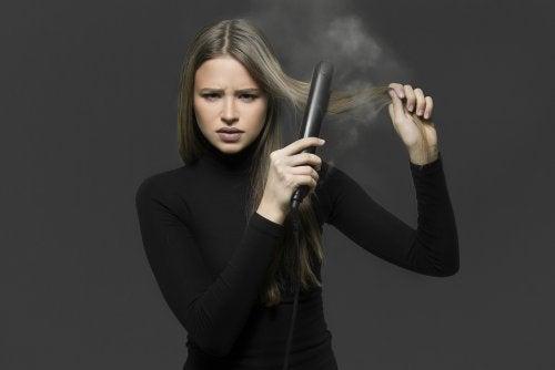 Cómo alisar tu pelo sin plancha: 4 remedios que debes saber