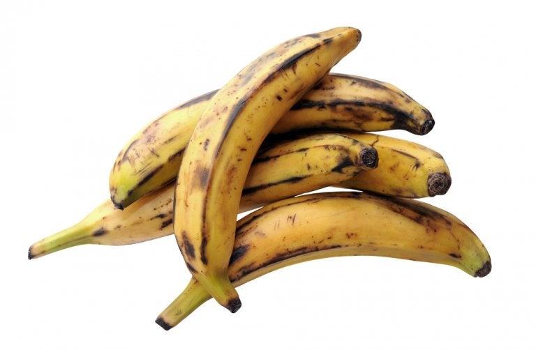 Deliciosas albóndigas rellenas de queso y plátano maduro