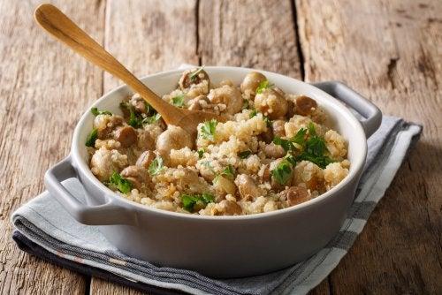 Risotto de quinoa con champiñones, pollo y puerro