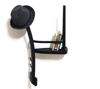 Se pueden hacer estanterías con sillas.