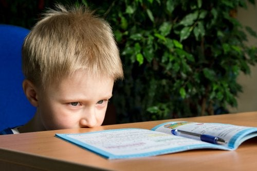 Niño con trastorno por déficit de atención