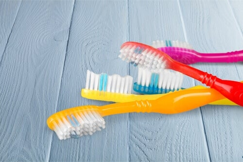 Los cepillos de dientes tienen diferentes utilidades.