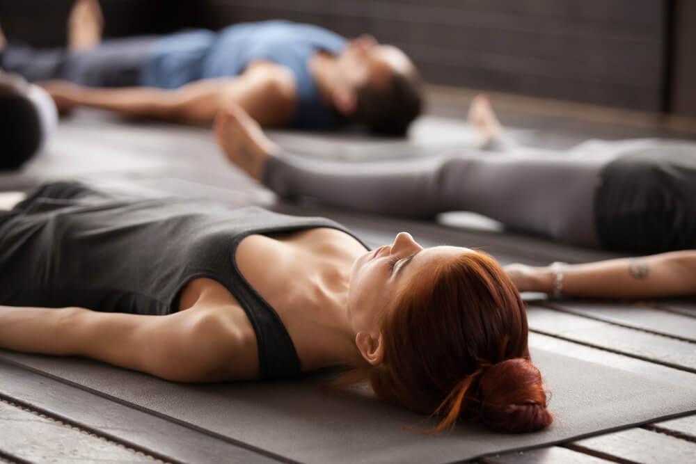 Ejercicios de yoga para principiantes  5 posturas básicas — Mejor ... 5f8984239e3d