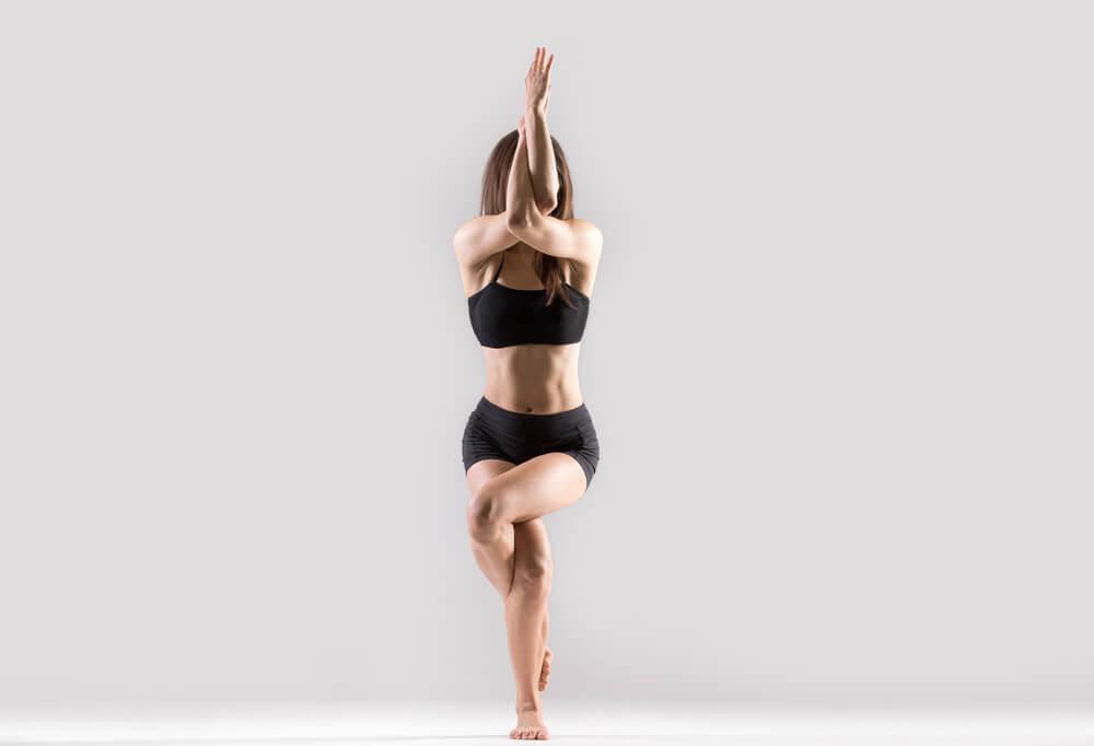 6 posturas de yoga para tonificar glúteos y piernas