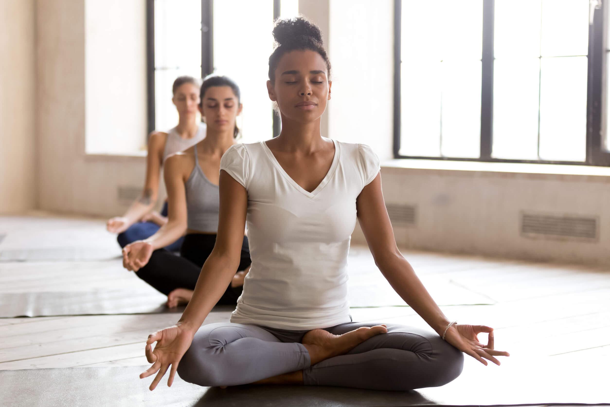 Meditación y yoga para relajar la amígdala cerebral.