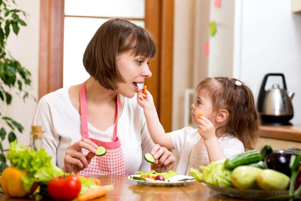 10 tips para conseguir que los niños se alimenten de forma sana