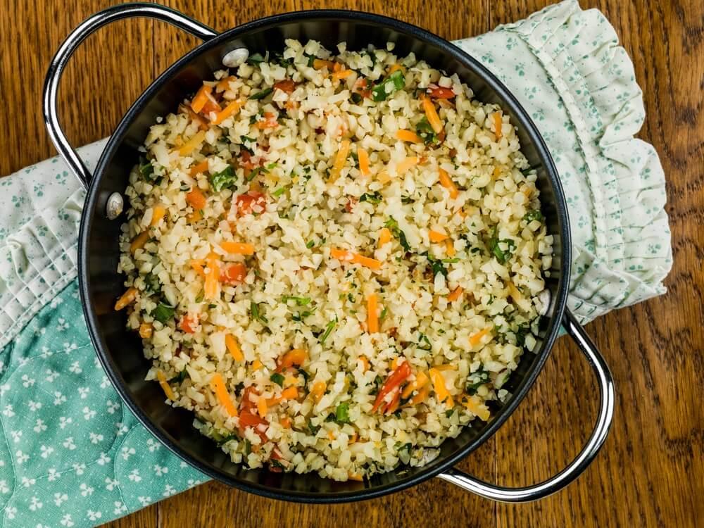 Haz un delicioso arroz de coliflor a la mexicana con esta útil receta
