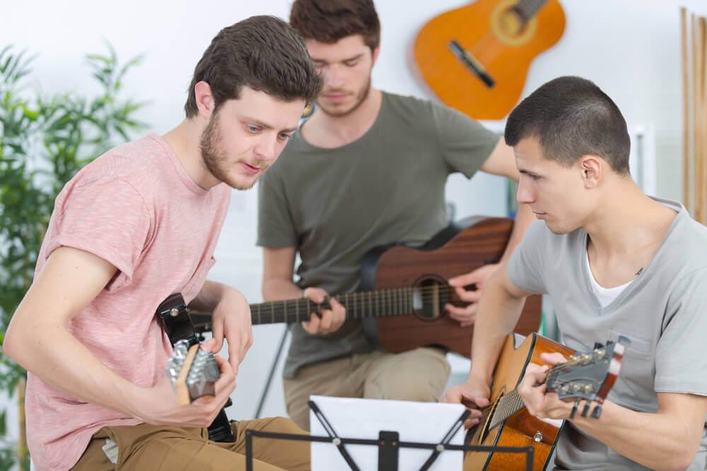 Motivar a tu hijo adolescente a realizar actividades puede ser beneficioso para él.