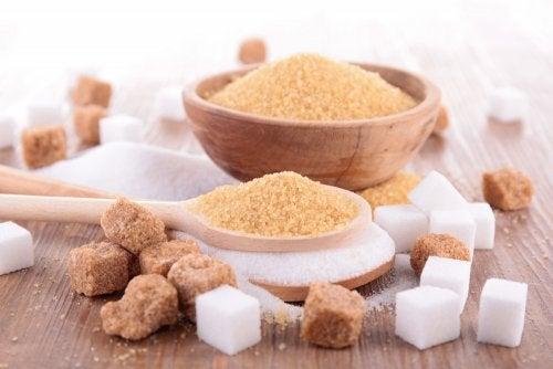 azúcar moreno y blanco