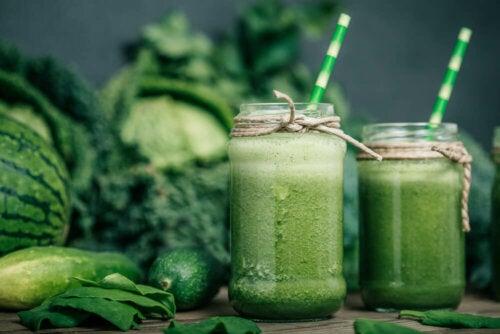 ¿Por qué los batidos verdes son tus grandes aliados en la dieta?
