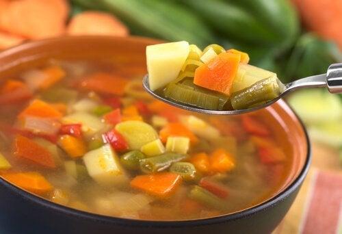 Sopa de verduras para dieta blanda