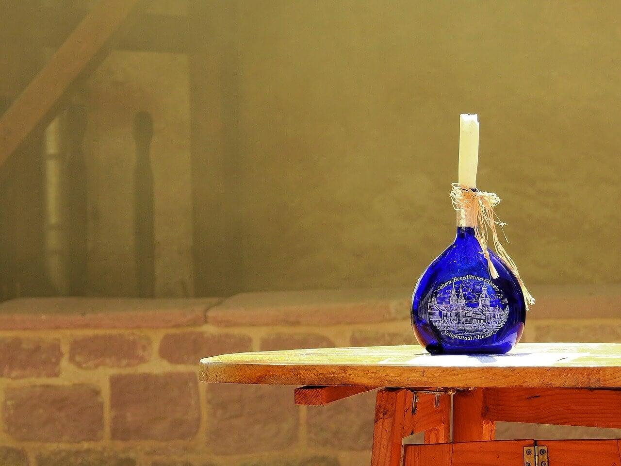 Garrafas de vino vintage: recomendaciones para usar este recurso decorativo de moda