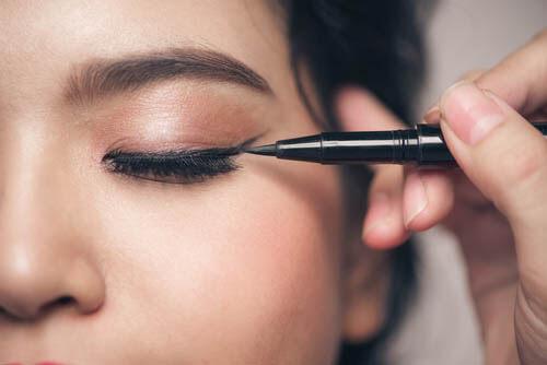 infección de piel seca en los ojos