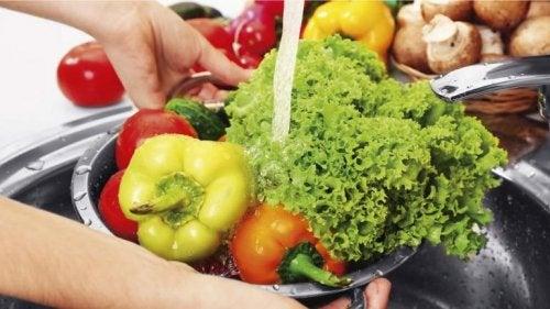 Tips y recomendaciones para lavar y desinfectar frutas y verduras