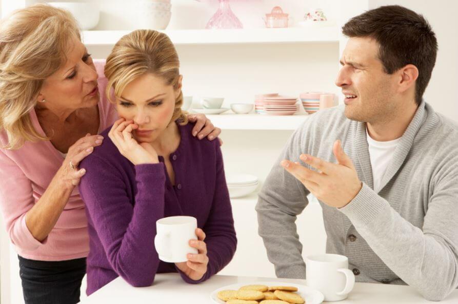 Discusiones de pareja por su relación con tu familia