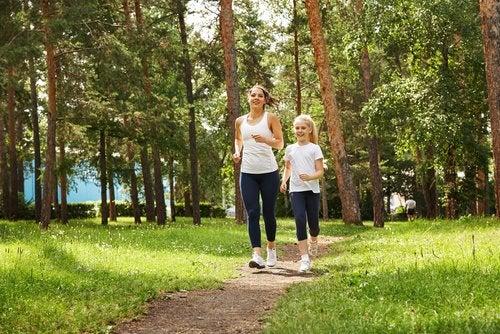 El ejercicio, especialmente al aire libre, te ayuda a combatir el cansancio mental