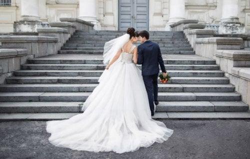 Elegir vestido de novia.