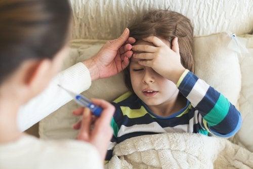 Fiebre en los niños pequeños: qué debemos hacer