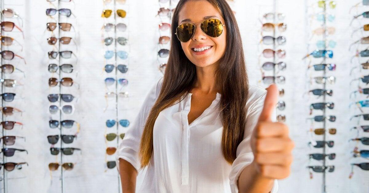 Mujer con gafas de sol.