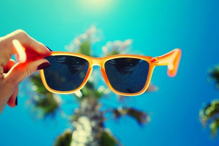Gafas de sol: por qué es importante usarlas tanto en la ciudad como en la playa