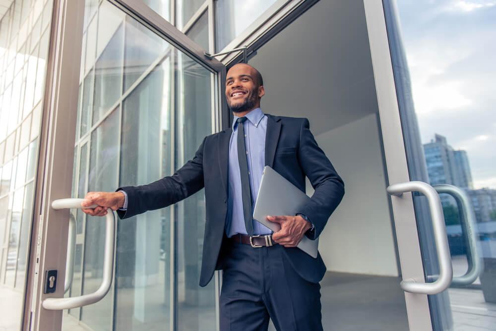 Razones saludables por las que debes ponerte primero que tu trabajo